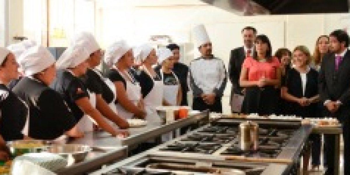 Ministros de Educación y Trabajo firman convenio de capacitación que incluye a liceos técnicos