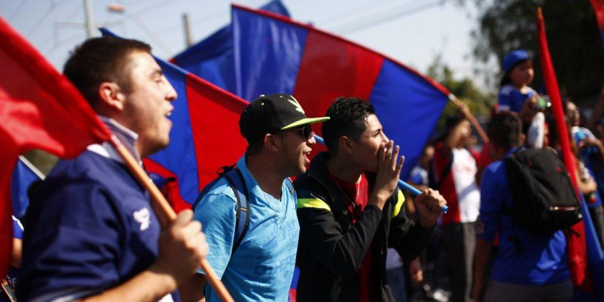 Casi dos mil hinchas llegaron al Banderazo azul que terminó con pequeños incidentes