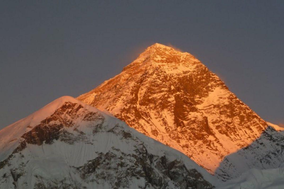 Everest iluminado por la puesta de sol. Foto:Vía Google Maps. Imagen Por:
