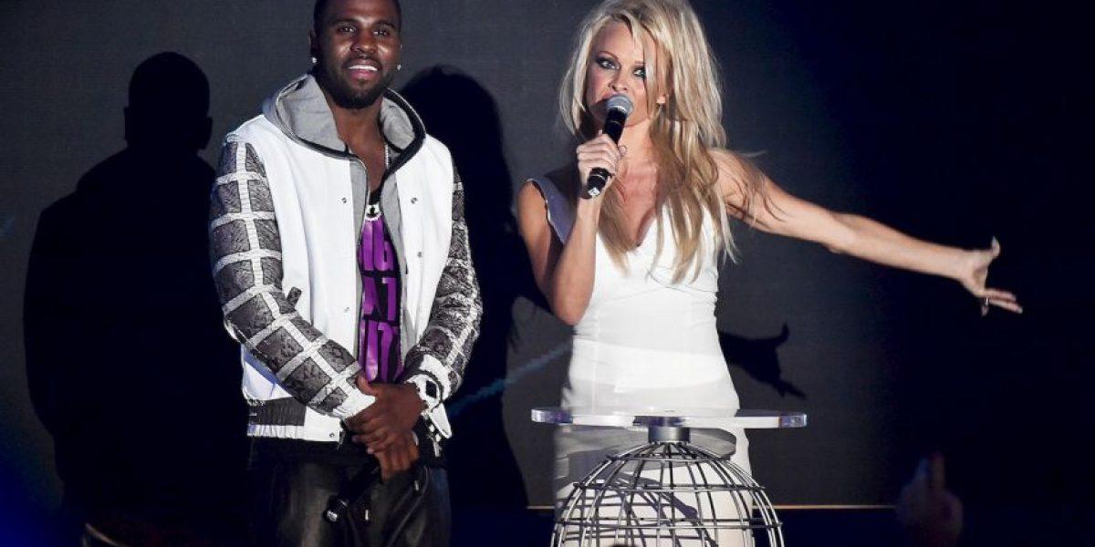 Exesposo de Pamela Anderson la llama