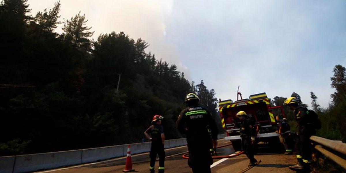 Incendio: habilitan acceso a Valparaíso por Ruta-68 pero otros permanecen cortados