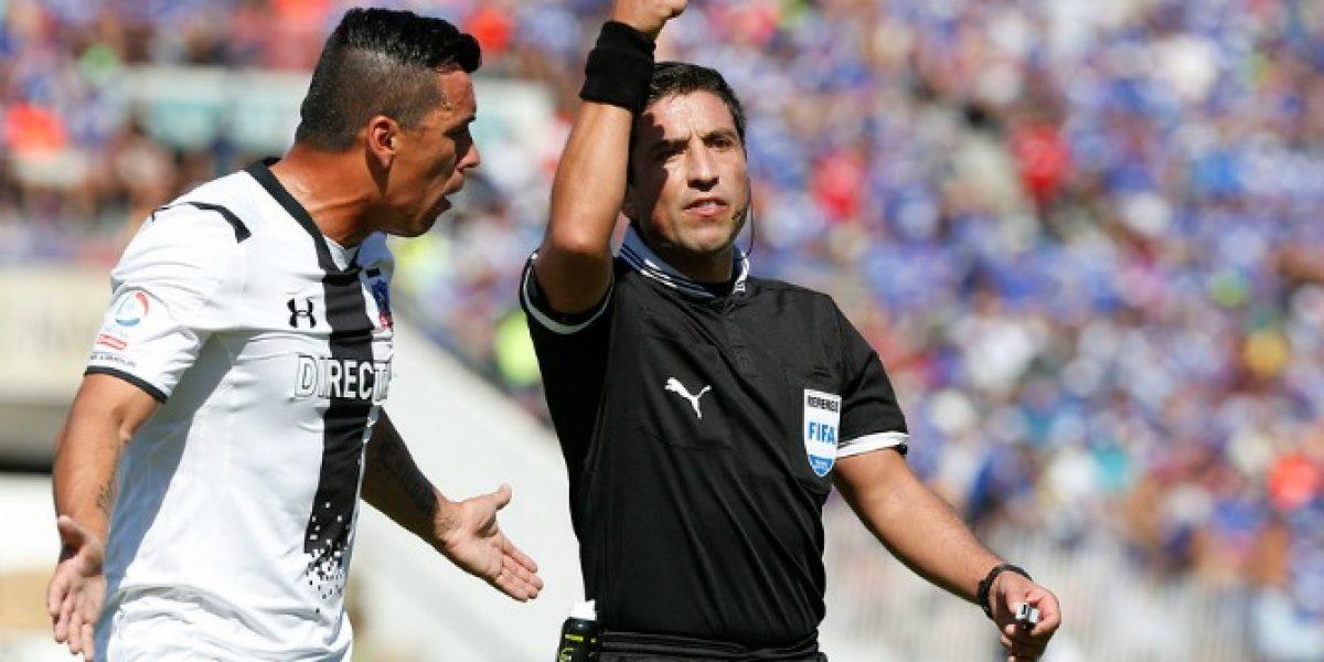 Eduardo Gamboa fue agredido por hinchas de la U al final del partido