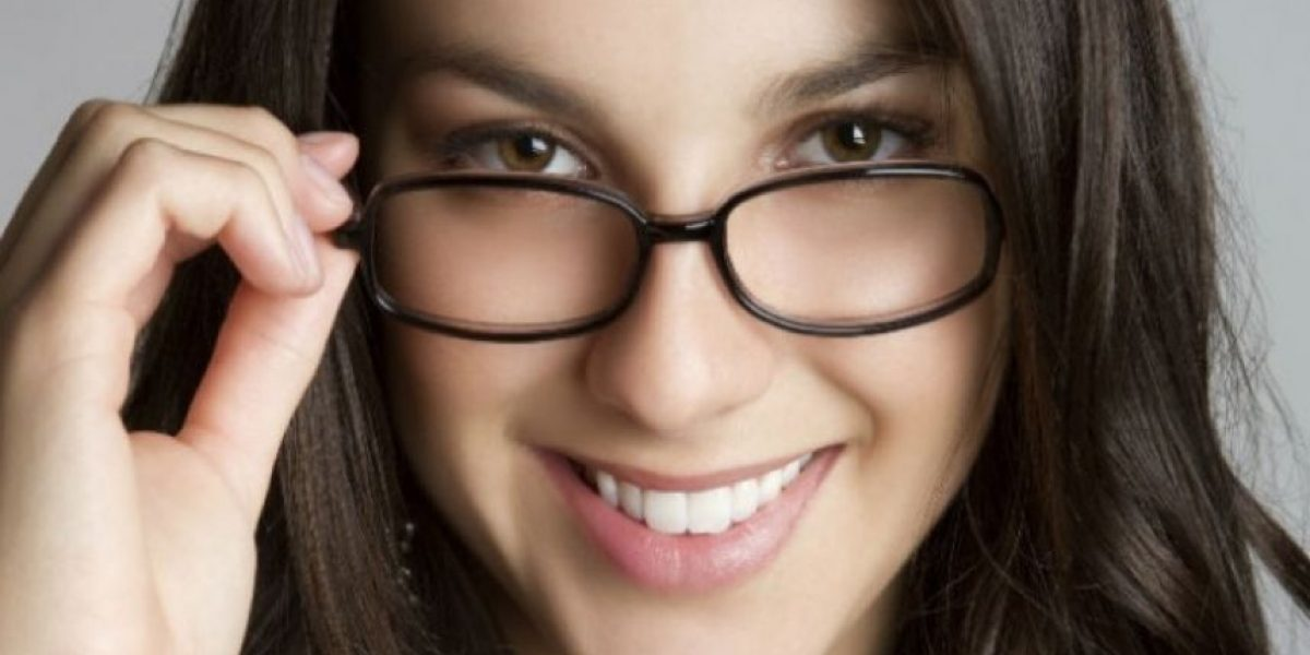 Estudio asegura que personas que usan lentes son más inteligentes