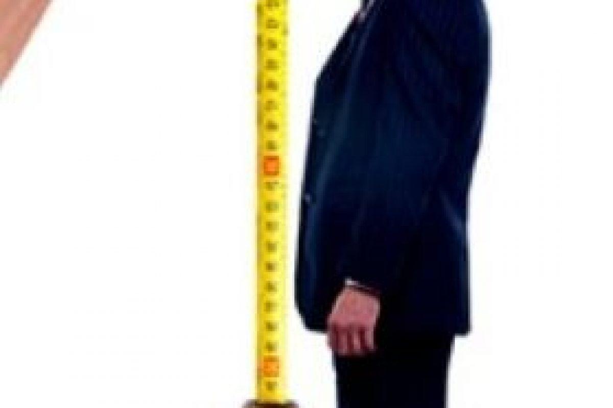 7. Nunca podrás usar los tacones más altos que tienes, pues él podría sentirse aún más pequeño. Foto:Tumblr.com/Estatura-pareja. Imagen Por: