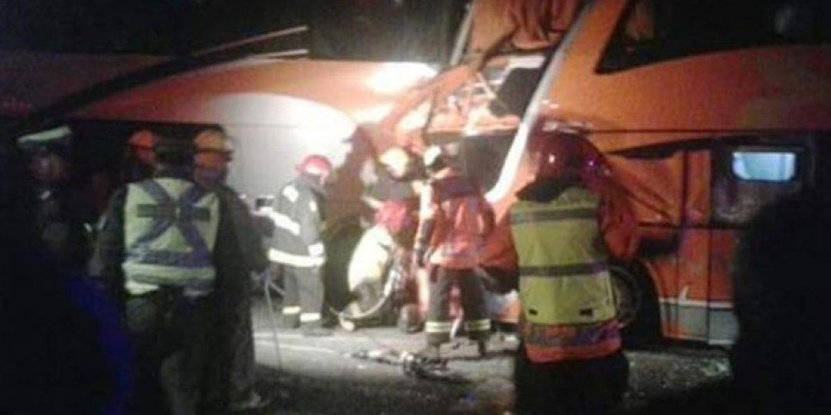 Un fallecido y 38 heridos deja choque de buses en camino a Gorbea en la ruta 5 Sur