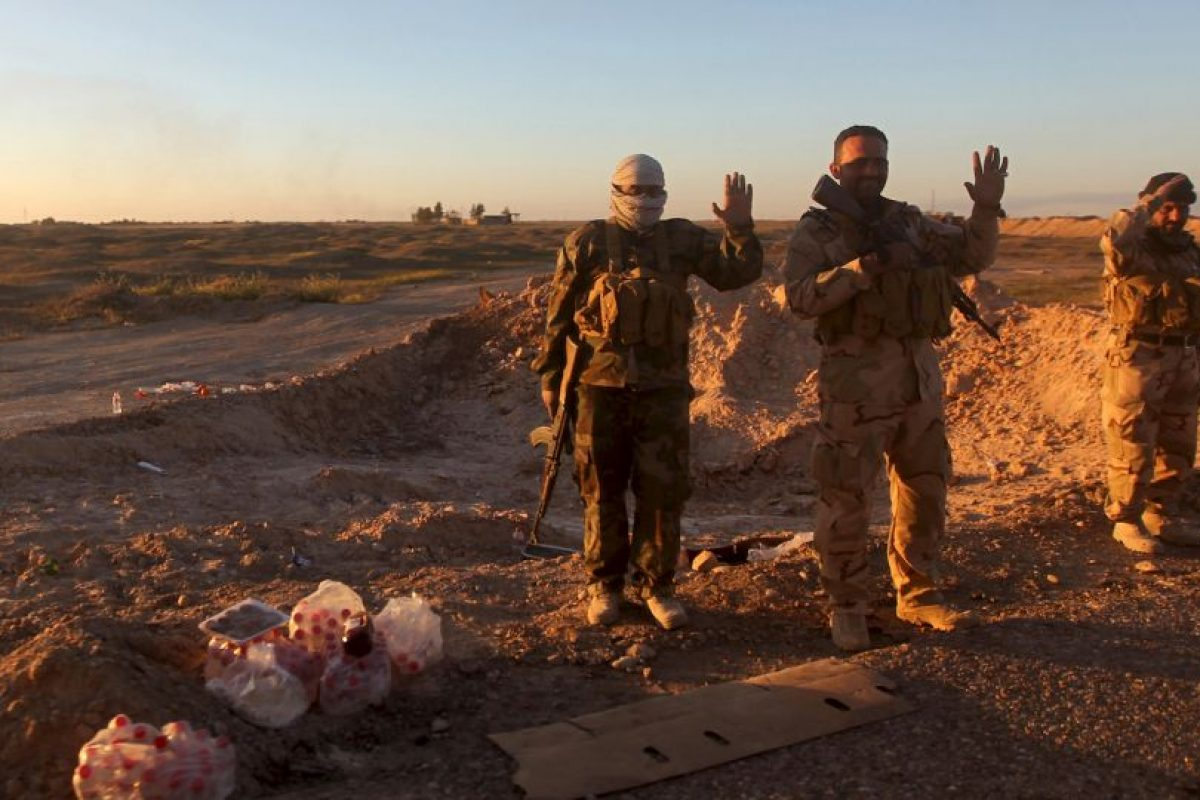 2. En las redes sociales ya han sido registrados tres casos en los que militantes de ISIS arrojan al vacío a hombres por su preferencia sexual. Foto:AFP. Imagen Por: