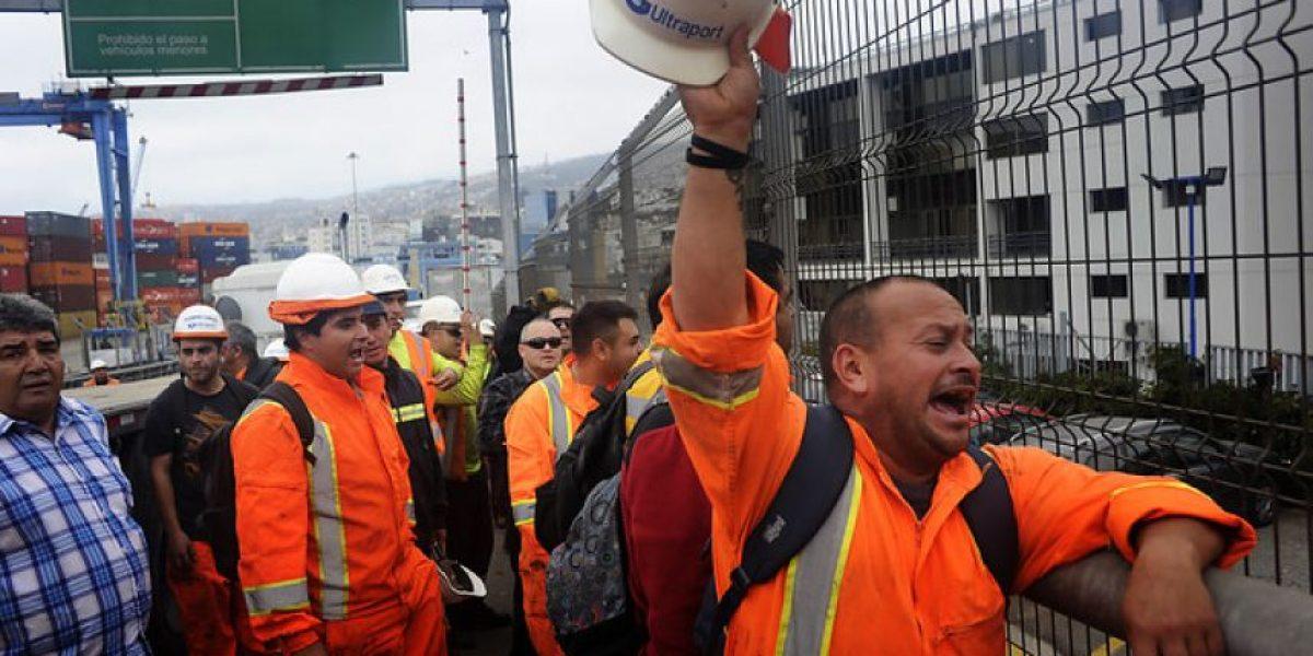 Incidentes en paro de trabajadores portuarios de Valparaíso: protestan por carga del SAG y Aduanas