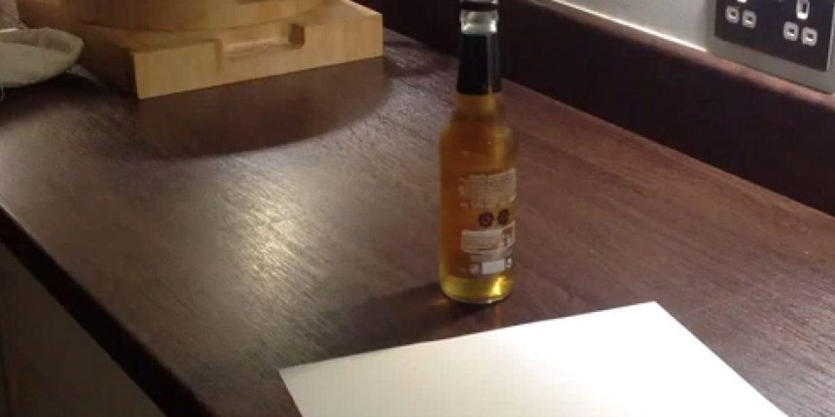 VIDEO: ¡Increíble truco! Destapa una cerveza solo con una hoja de papel