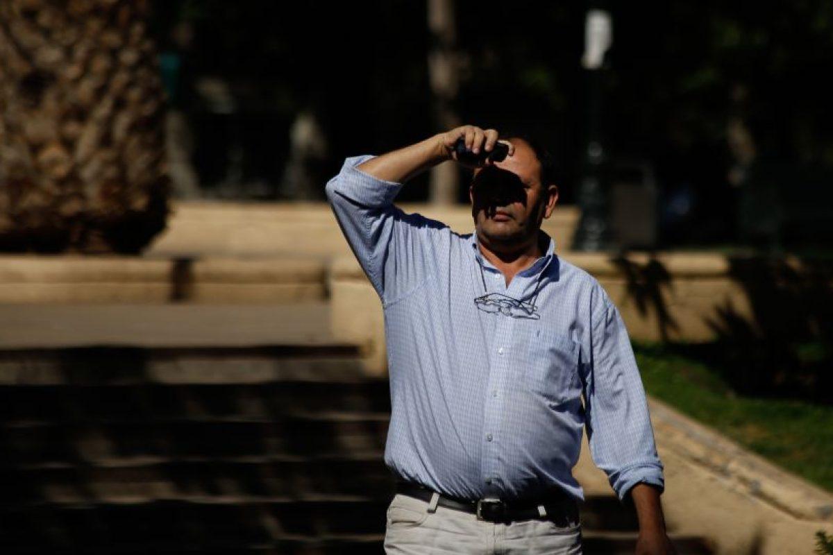 El profesional de la Universidad de Santiago, subraya que el fenómeno que tiene al país en manga corta, si bien no es una situación permanente, si puede atribuirse en parte al cambio climático, si se comparan los registros a nivel planetario, que están mucho más altos en términos generales. Foto:Agencia UNO. Imagen Por: