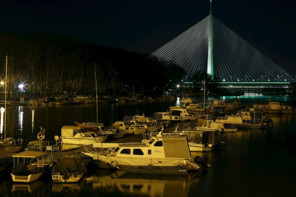El puente Ada, en el río Sava, de Serbia. Foto:AP. Imagen Por: