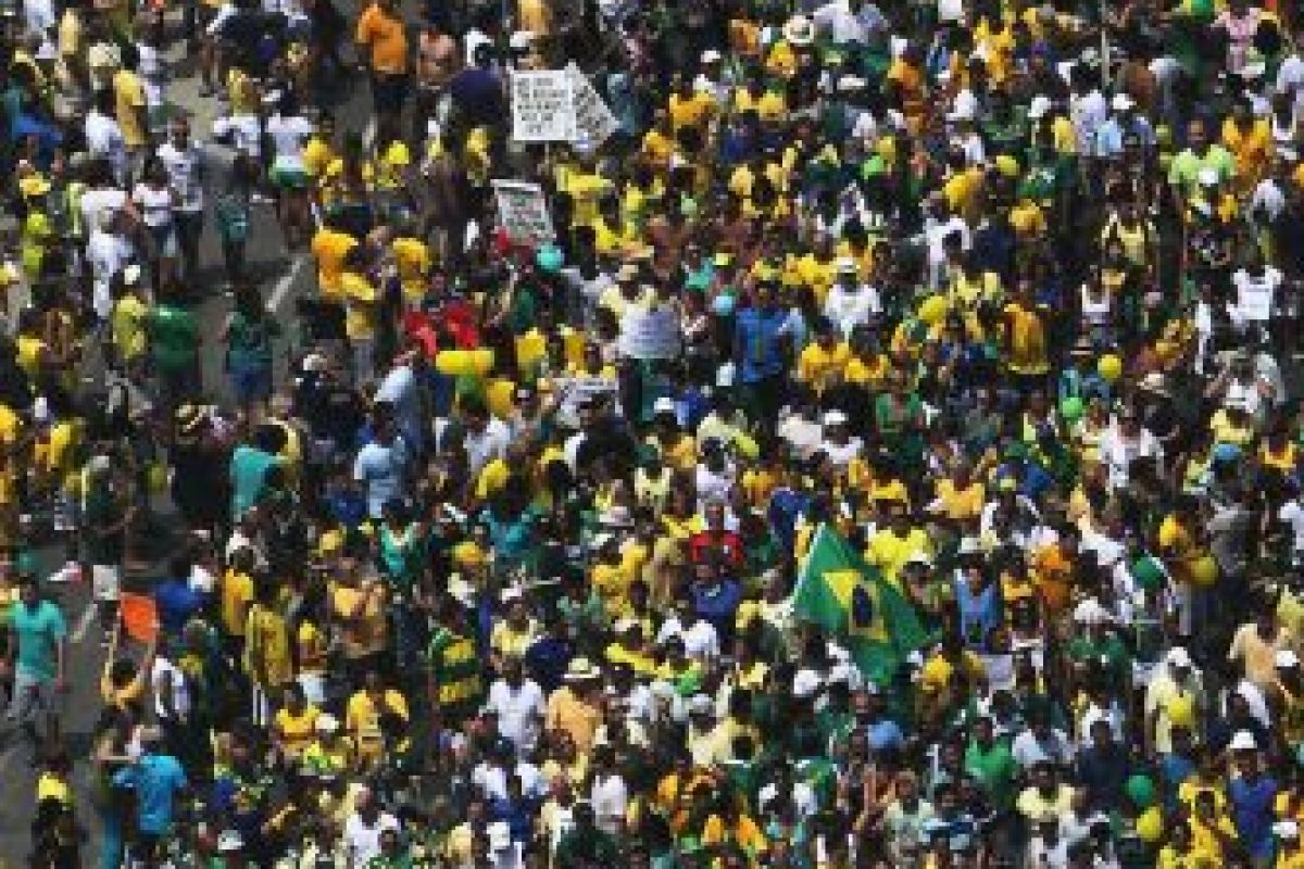 De éstos, el 82% votó por Aécio Neves (PSDB) en la segunda vuelta de las elecciones presidenciales y el 74% dijo que estaban en la primera protesta. Foto:Getty Images. Imagen Por: