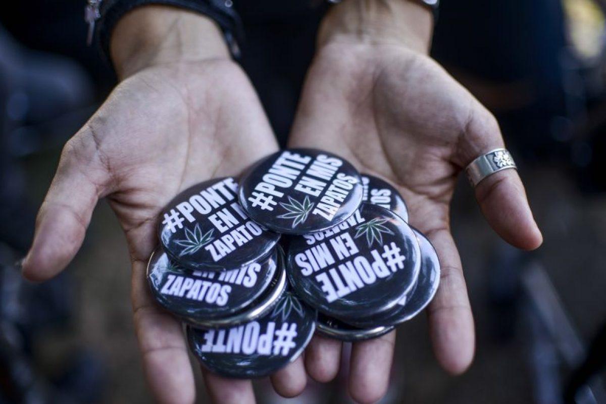 """Más de mil familias se manifestaron este miércoles en todo el país para exigir a Bachelet que deje de """"criminalizar"""" a los pacientes que utilizan la marihuana como parte de sus tratamientos y se """"ponga en sus zapatos"""". Foto:Agencia UNO. Imagen Por:"""