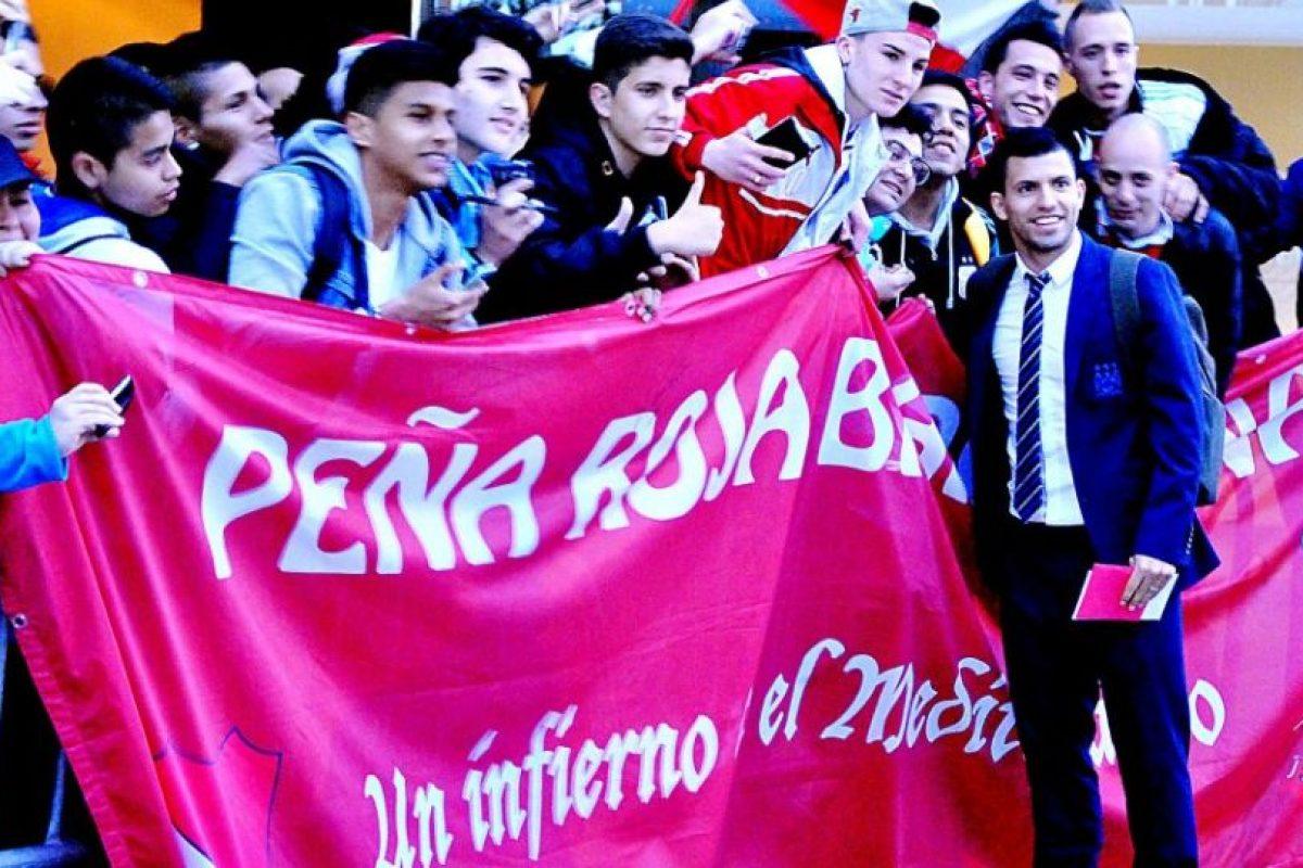 Agüero con los fanáticos. Foto:Ramón Mompió. Imagen Por: