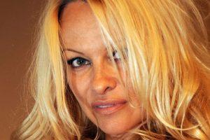 Pamela, mucho bronceado. Foto:Getty Images. Imagen Por: