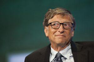 A pesar de todas las críticas que Microsoft tiene en su contra, Bill Gates sigue siendo el hombre más poderoso en el sector tecnológico. Su fortuna asciende a 79 mil 200 millones de dólares. Foto:Getty Images. Imagen Por: