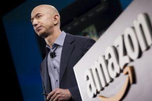 Amazon es el portal más grande y popular de compras en línea. Su creador, Jeff Bezos, ocupa el tercer puesto de la lista de multimillonarios tecnológicos de la revista Forbes, con la suma de 34 mil 800 millones de dólares. Foto:Getty Images. Imagen Por: