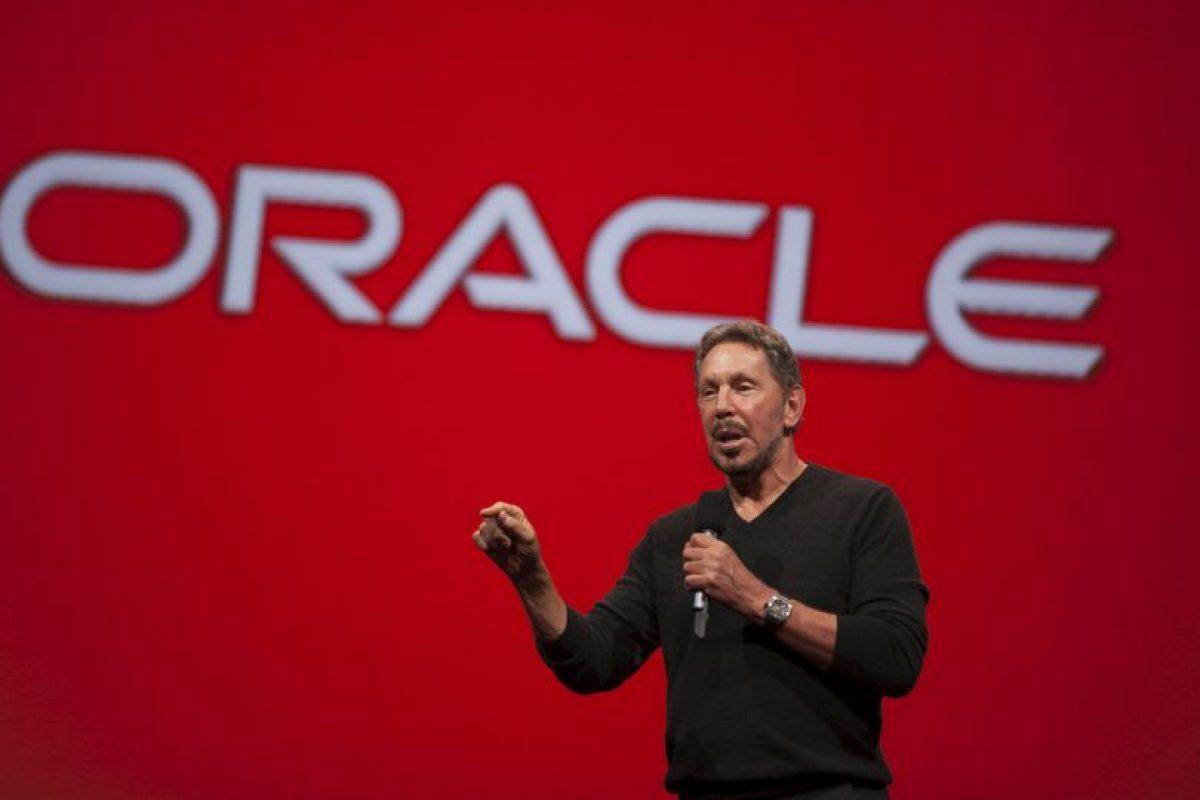 Este es Larry Ellison, fundador y director de la compañía de software Oracle. Esta empresa desarrolla potentes bases de datos y programas con una capacidad industrial tremenda. La mayor parte de su software es utilizado por la industria y ciencia. Él posee la jugosa cantidad de 54 mil 300 millones de dólares. Foto:Getty Images. Imagen Por: