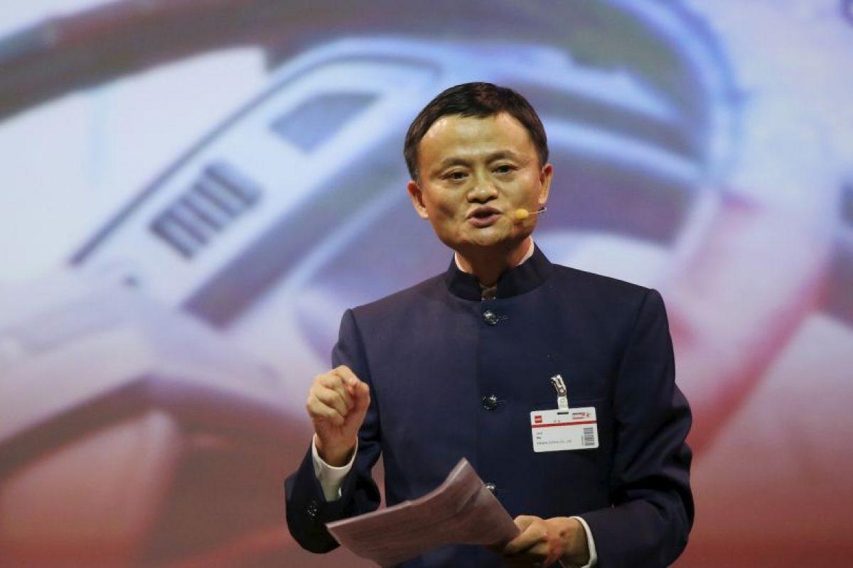Jack Ma es el único multimillonario de ascendencia asiática en el conteo. Es el presidente de Grupo Alibaba, un consorcio chino que gobierna y controla acciones muy poderosas de empresas tecnológicas. Se estima que Ma pueda subir muy pronto su fortuna con proyectos interesantes que están por concretarse. Su fortuna total es de 22 mil 700 millones de dólares. Foto:Getty Images. Imagen Por: