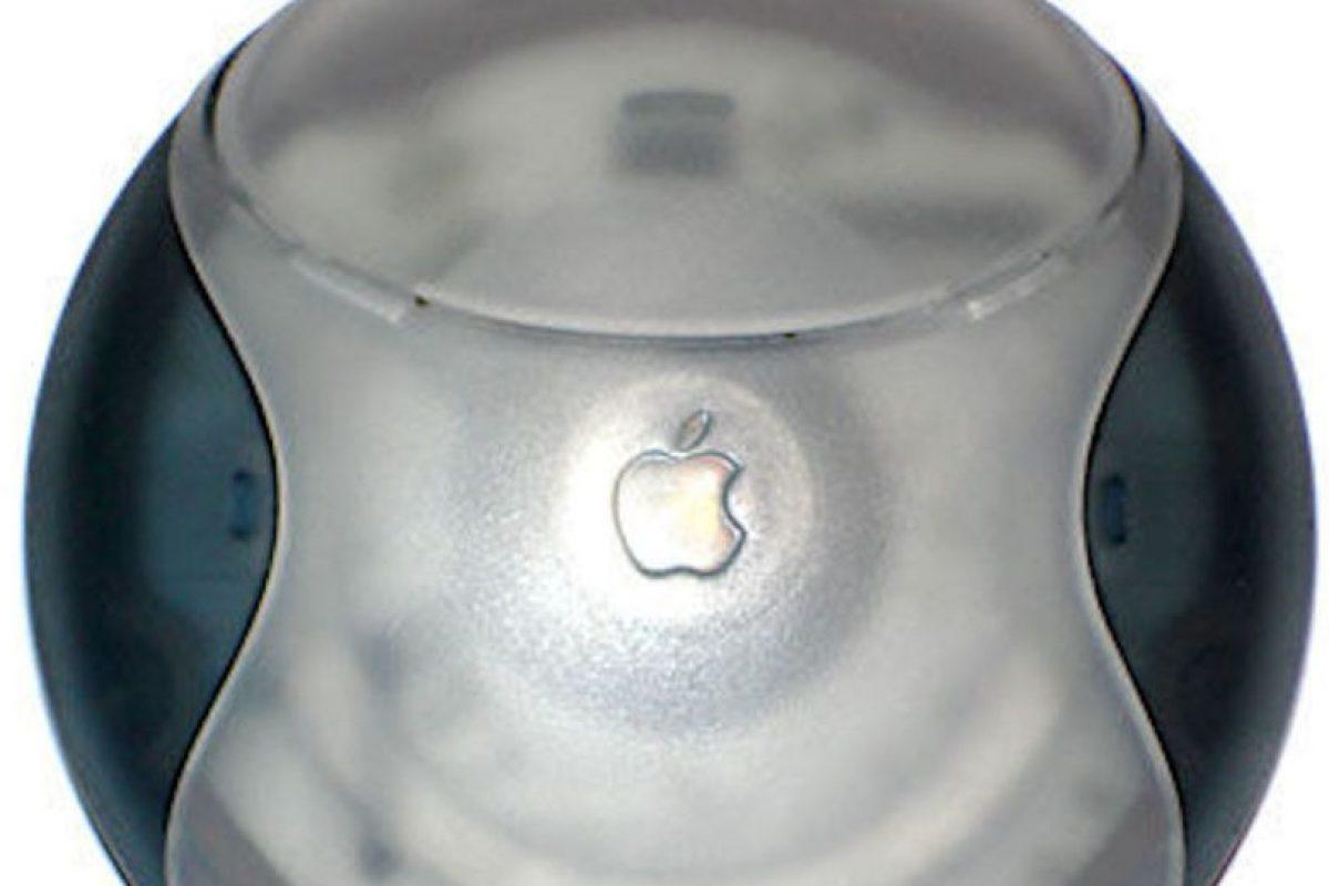 El Hockey Puck Mouse perdió mucha fuerza por lo incómodo del diseño, aunque era muy linda su apariencia. Además, los usuarios se quejaban de la poca extensión del cable, que impedía la buena movilidad del ratón. Foto:Vía commons.wikimedia.org. Imagen Por: