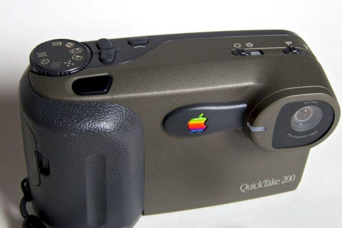 """La fotografía también tuvo un breve romance con Apple. QuickTake Camera se planeó como una """"la cámara"""" de Apple, pero el exhorbitante precio de 700 dólares, en 1995, no la dejó brillar por mucho tiempo. Foto:Vía commons.wikimedia.org. Imagen Por:"""