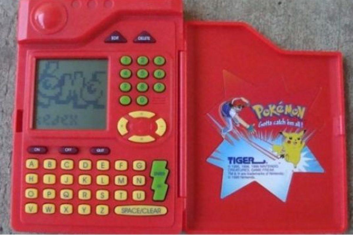 """El """"Pokedex"""" con el que Ash identificaba a cada pokémon. Foto:Ebay. Imagen Por:"""