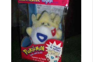 """El peluche del adorable """"Togepi, a quien siempre llevaban en brazos Foto:Ebay. Imagen Por:"""