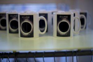 También se venden tazas conmemorativas Foto:AP. Imagen Por: