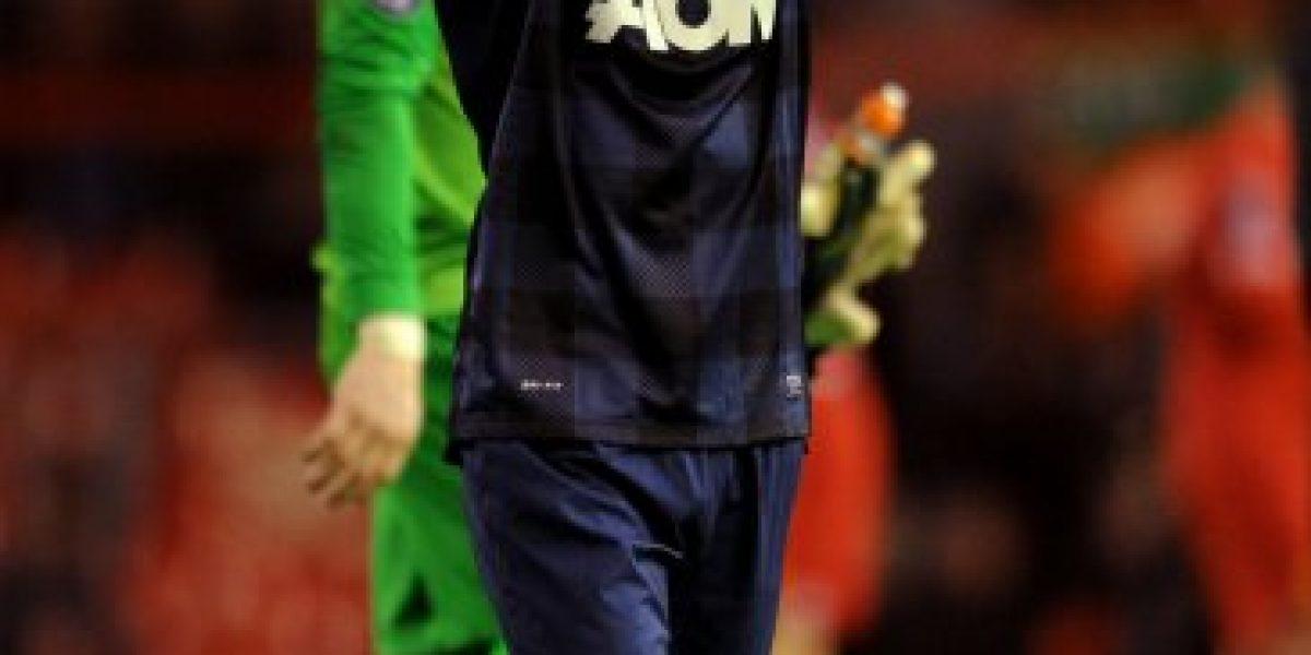 Futbolista del Manchester United ofreció dinero a estudiante para hacer un trío