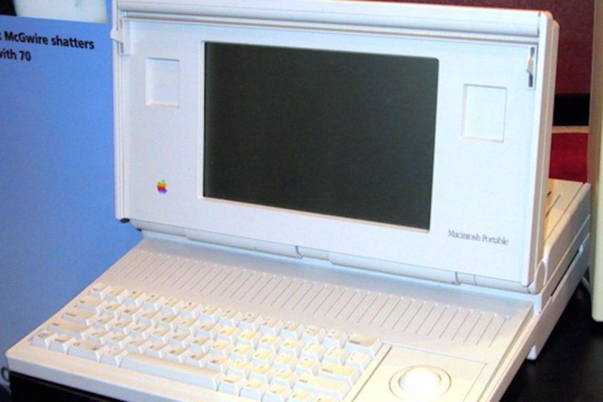 Así lucía la Macintosh Portable, cuya peor pesadilla fue el enorme y nada portable diseño, aunque su nombre diga lo contrario. Foto:Vía commons.wikimedia.org. Imagen Por: