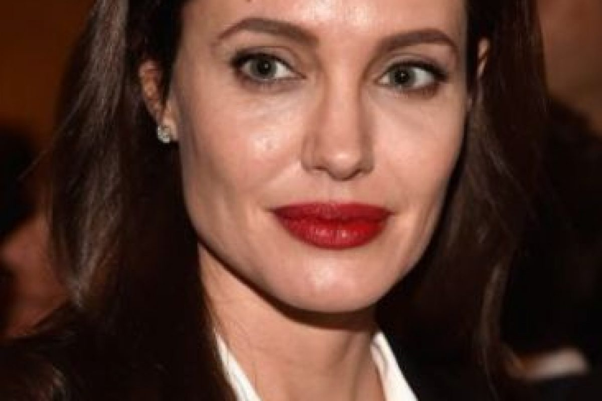 """Angelina Jolie, en 2004, dijo al semanario brasileño """"Isotoé"""": """"Adoro a las mujeres. Claro que sé cómo darles placer. Sé lo que ellas quieren. Hice el amor con muchas mujeres varias veces. Y creo que lo hago muy bien, ninguna reclamó"""". Foto:Getty Images. Imagen Por:"""