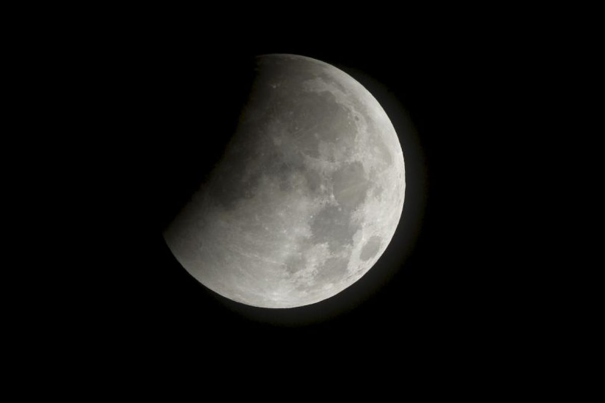 Fin de un eclipse lunar desde el espacio. Foto:Getty. Imagen Por: