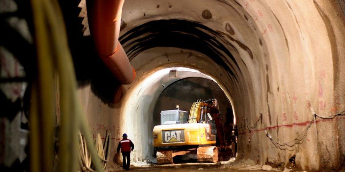 Trabajadores fallecieron tras ser aplastados por máquina retroexcavadora en minera en Los Andes