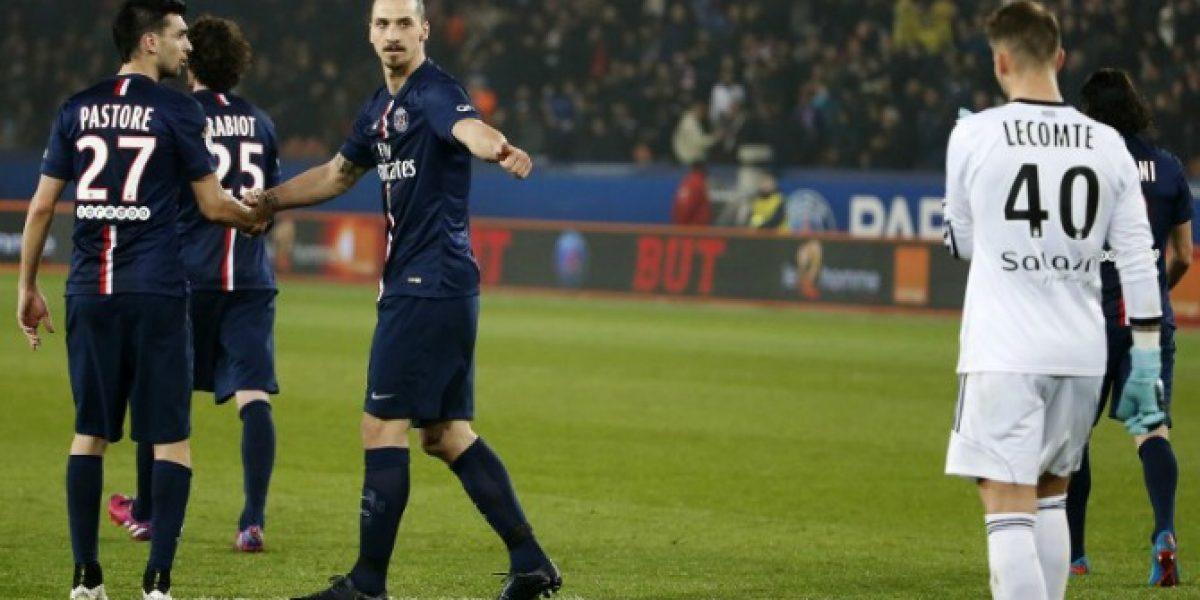 Zlatan se despacha un triplete en triunfo del PSG que escala a la cima en Francia
