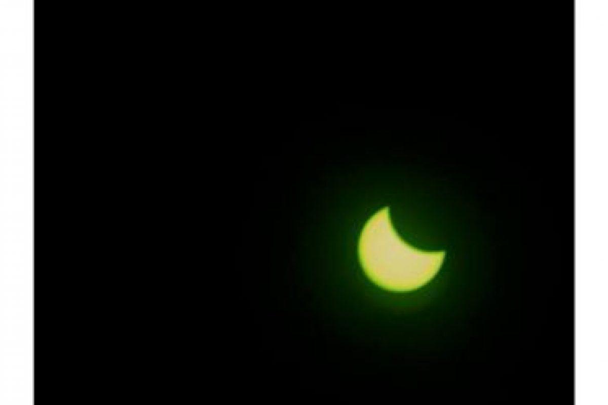 Medios españoles dedicarón muchos twitters al eclipse. Foto:Twitter @LaVanguardia. Imagen Por: