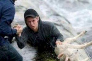 Estos noruegos rescatan a una cabra del mar. Foto:Tumblr. Imagen Por:
