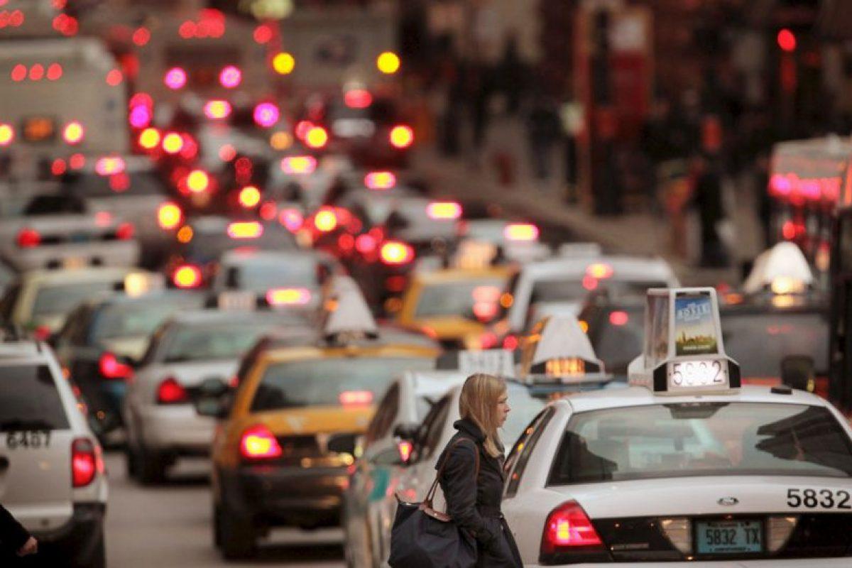 5. Aprovechen para aprender algo: pueden sintonizar alguna estación de radio o escuchar algún contenido cultural mientras están detenidos Foto:Getty Images. Imagen Por: