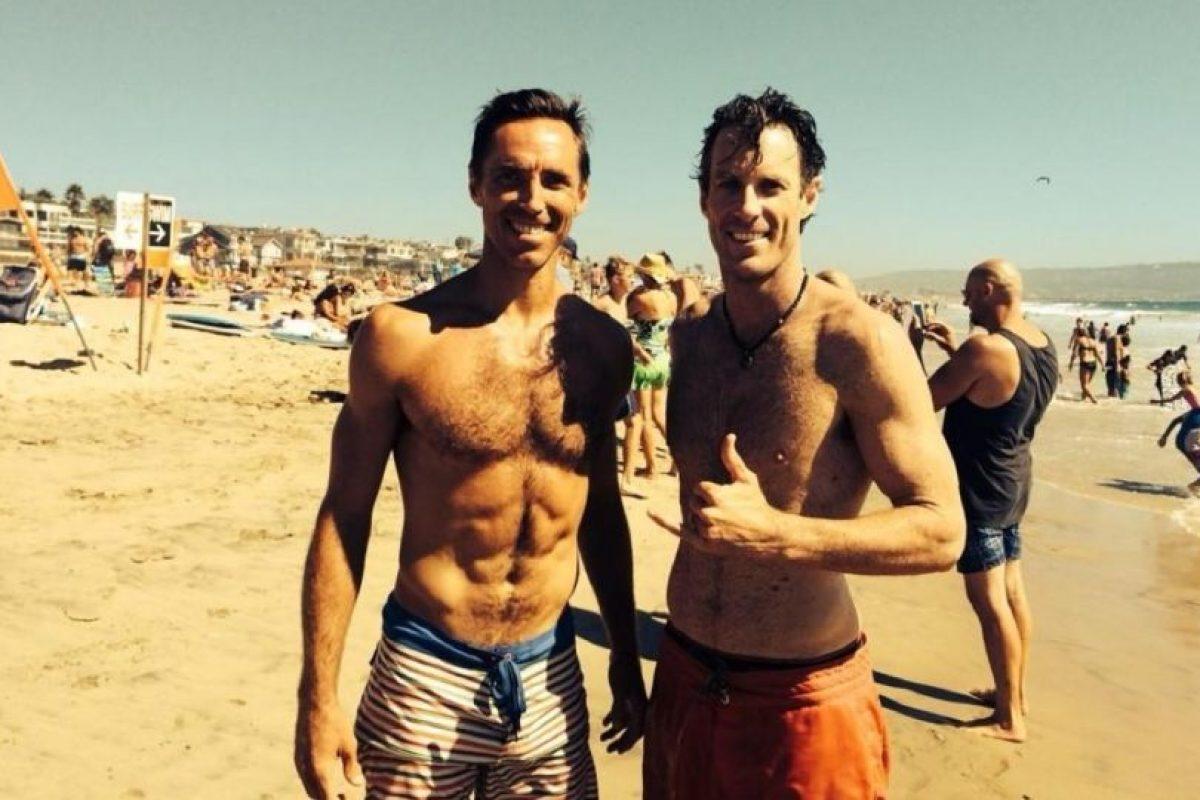 Nash en la playa con los amigos. Foto:twitter.com/SteveNash. Imagen Por: