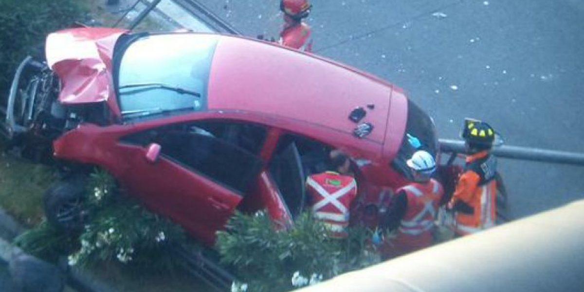 Impresionante accidente deja a dos personas lesionadas en Avenida Kennedy