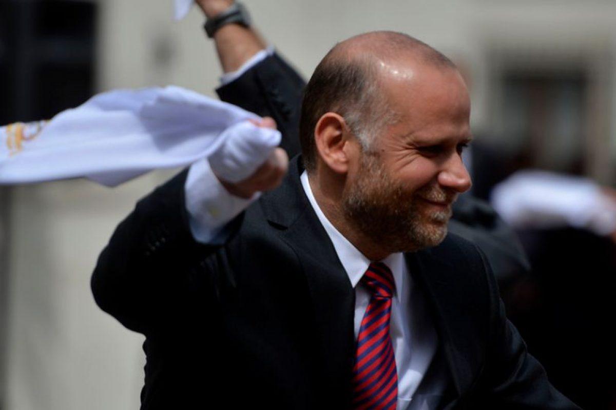 El vocero de Gobierno baila cueca en el Patio Los Cañones en el Palacio de La Moneda Foto:Agencia Uno. Imagen Por:
