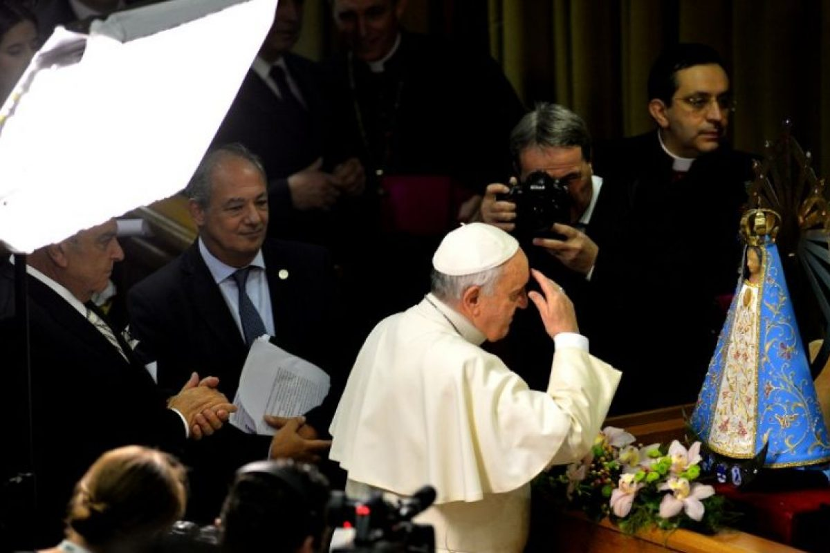 """1. """"La teoría del Big Bang no contradice a Dios"""". Franciso aseguró que """"Dios no es un mago, pero si es el Creador de todo"""". Foto:AFP. Imagen Por:"""