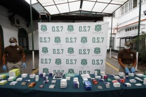 El 0S-7 de Carabineros incautó más de 5 mil pastillas, entre las que se cuentan dosis de Clonazepam que eran comercializados en una feria libre de la comuna de Maipú, en el sector poniente de la Región Metropolitana. Foto:Agencia UNO. Imagen Por: