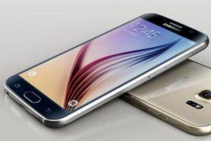 """Otra mejora es la pantalla que con tonos más nítidos y con una mejor respuesta """"touch"""" Foto:Twitter @SamsungMobile. Imagen Por:"""