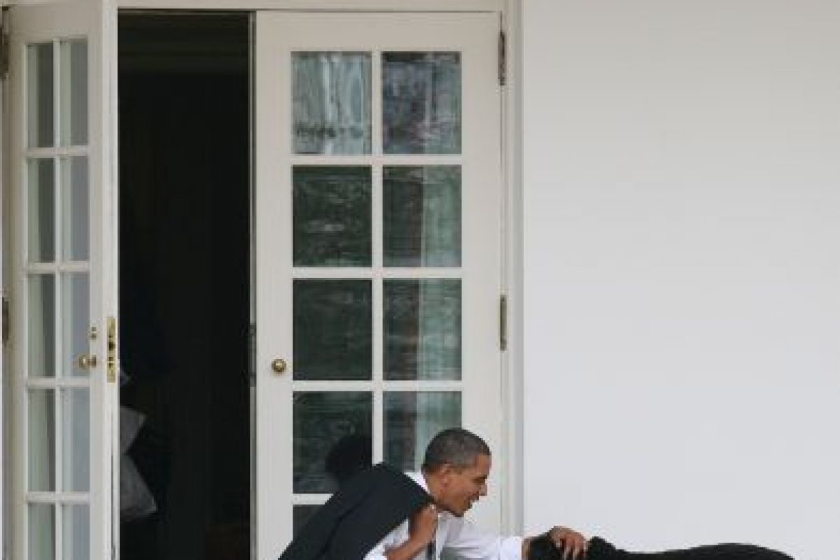Obama gusta de dar cariños a su mascota Foto:Getty Images. Imagen Por: