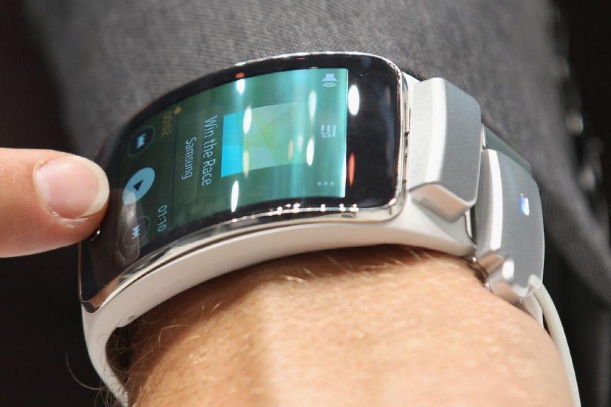 El Samsung Gear S se amolda a la redondez del brazo y mantiene muy buena calidad en su pantalla touch. Foto:Getty. Imagen Por: