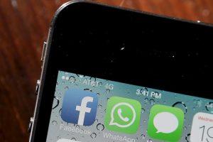 WhatsApp tuvo un grave hoyo en su seguridad y fue aprovechado para saber la ubicación de todos los usuarios que aceptaban compartirla. La solución de los desarrolladores fue mantener la app actualizada. Foto:Getty. Imagen Por: