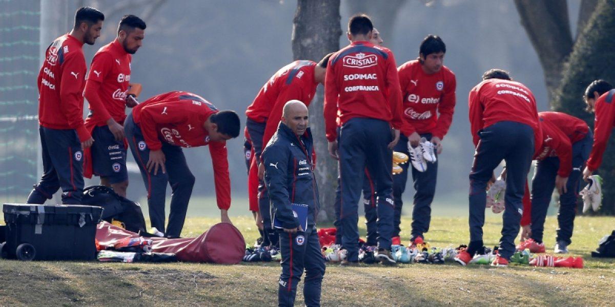 Jorge Valdivia reapareció en entrenamiento vespertino de la Roja