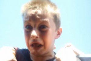 Basta ver su pequeño rostro aterrorizado para saber que la está pasando fatal Foto:Vía Youtube. Imagen Por: