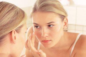 6. No usar crema corporal en la cara. Ya que estas contienen aceites extras que pueden propiciar que nuestro rostro tenga grasa. Foto:Tumblr. Imagen Por: