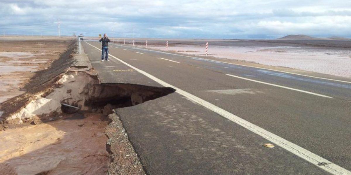 Cortan tránsito en Ruta 5 Norte: fuertes lluvias causan destrozo de pavimento