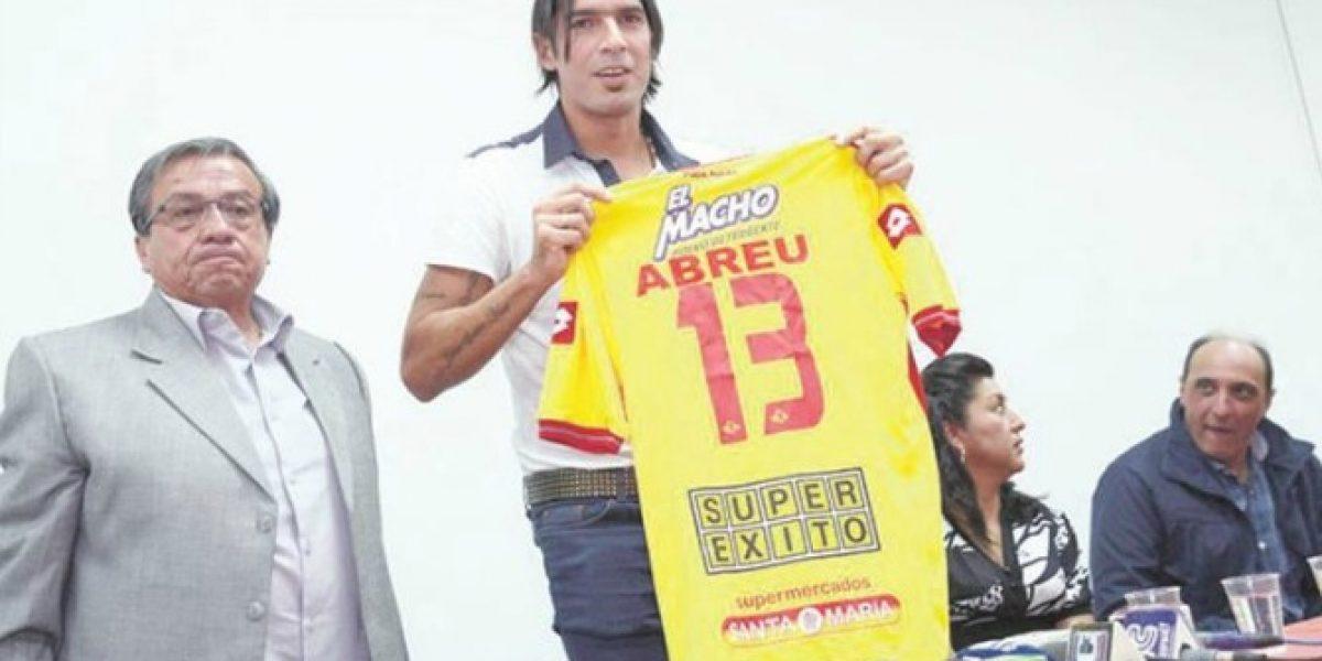 Video: ¡Ahora no le resultó! El Loco Abreu falló un penal en su debut en Ecuador